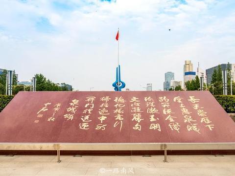 """济南最大广场,我国唯一的""""联合国国际艺术广场"""",现为旅游胜地"""