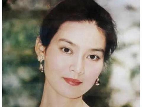 24岁一剧成名,当红时嫁导演米家山,8年婚姻散场后65岁享受单身