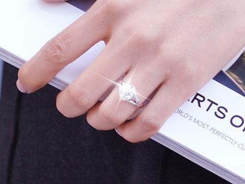 黄金戒指男左女右,结婚钻戒怎么戴才好?