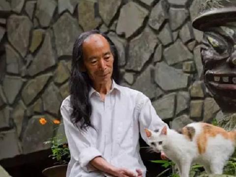 """隐居荒山二十年,七十八岁老人带着村民,用石头打造""""夜郎谷"""""""
