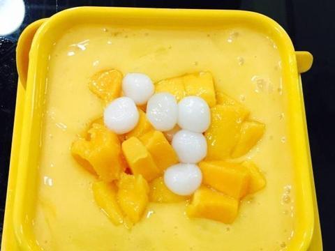 芒果别榨汁了,用这个做法做,颜值我打满分,甜品店每天卖到脱销