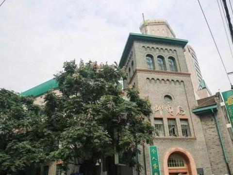 """""""最美""""邮电局大楼,100多年了依旧在内办公,成了当地风景点"""