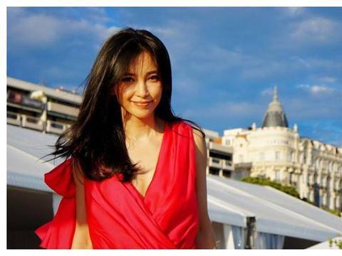 """她是位""""国际影星"""",出生在哈尔滨,长得美如天仙,却还一直单身"""