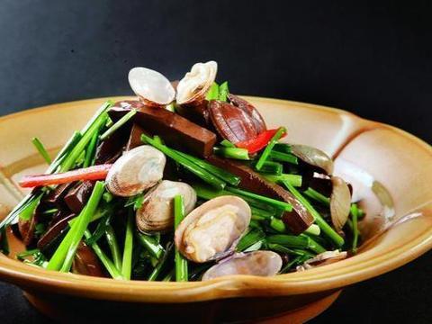 美食精选:黄豆芽炒粉丝、辣椒炒红薯梗、鸭血烧花蛤、香菇酱拌面