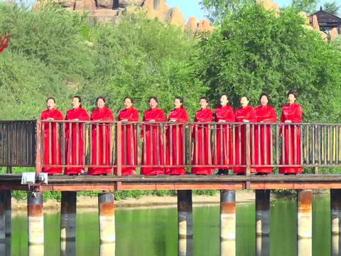 内蒙古通辽市奈曼旗红色草原合唱团演出《我的祖国》
