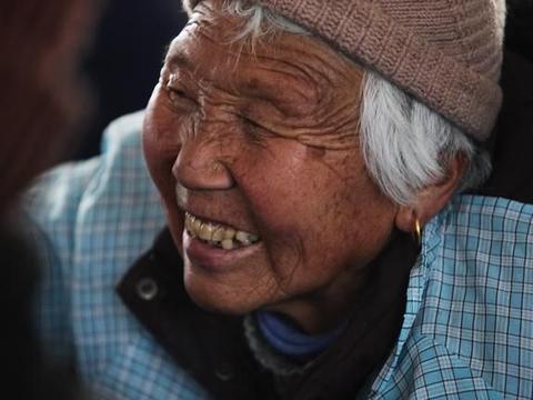 农村老年人辛苦半辈子攒的钱是给儿子结婚用,还是留给自己防老