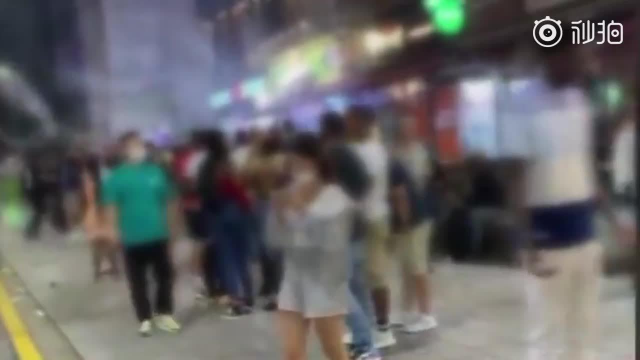 驻韩美军大闹釜山:向市民扔鞭炮……