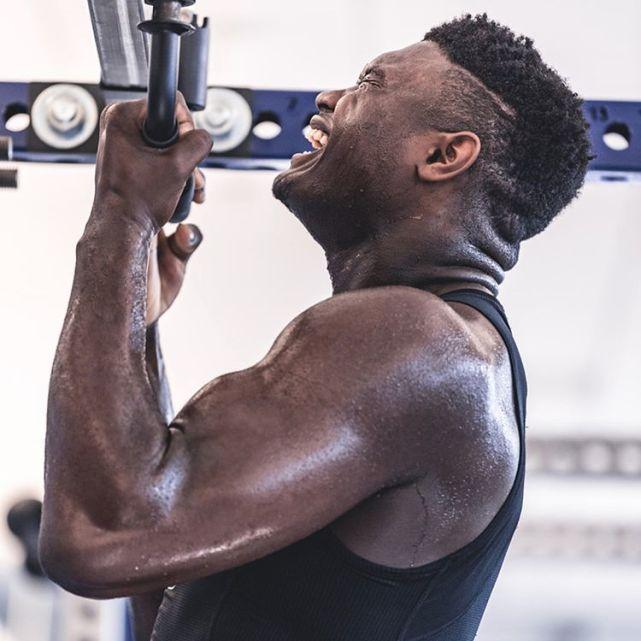 20岁生日快乐!曝锡安每天苦练8小时,训练师:他已增加18磅肌肉