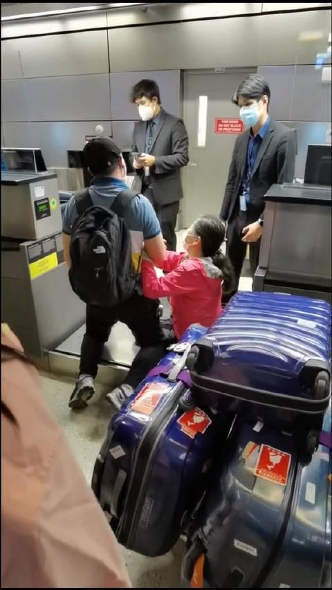 海外华人洛杉矶机场滞留,健康码问题无法登机……