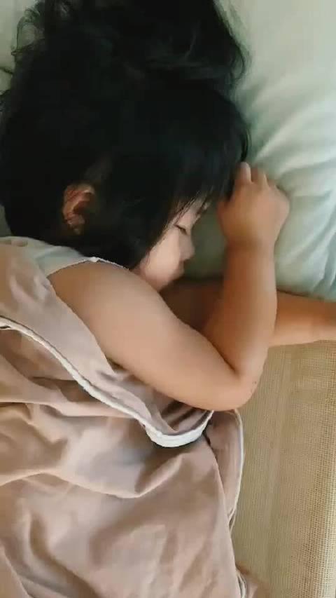 点开本视频收获熟睡小天使👼 点赞本视频发量比夏夏还多