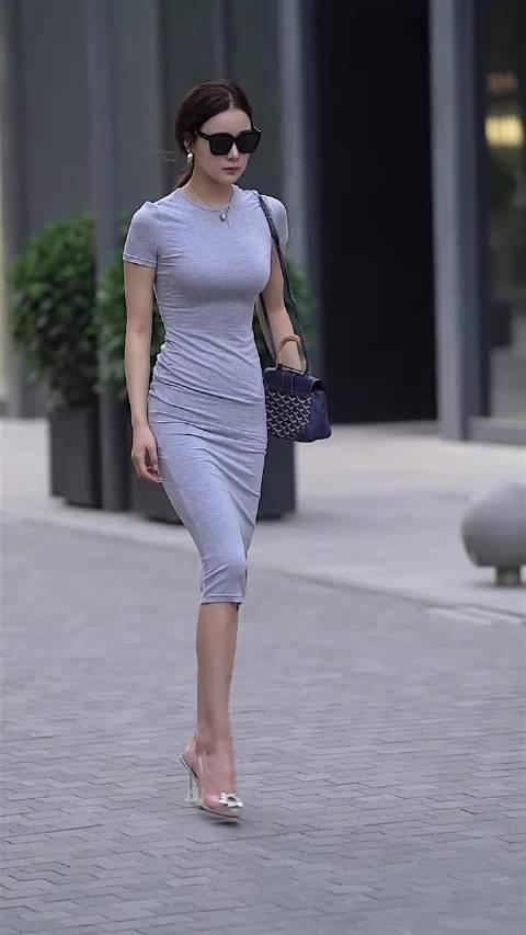 修身长裙尽显好身材,冷艳气质太可了