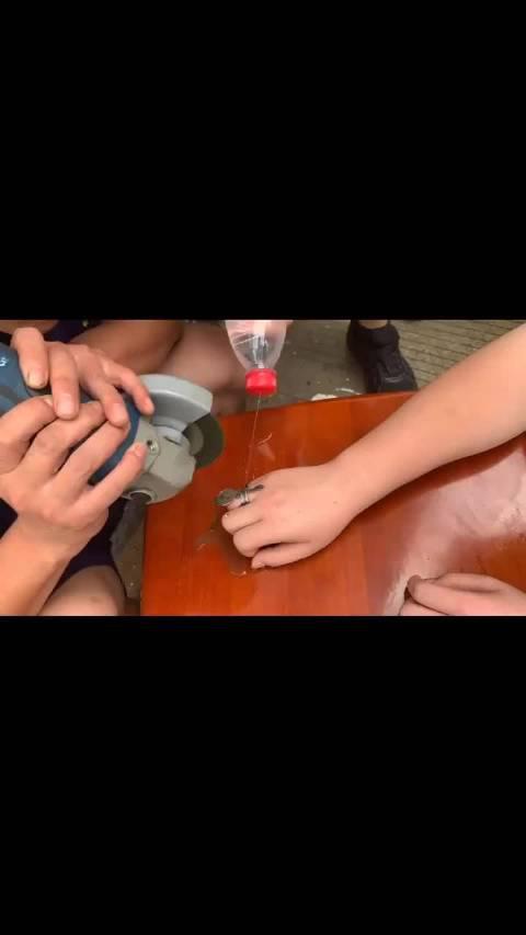 台州 男孩戒指卡手 消防紧急救援