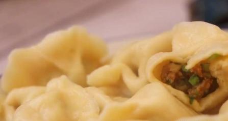 教你做特色茼蒿饺子,好吃鲜嫩不出水,喜欢赶紧试试