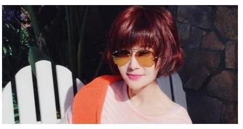 70岁潘迎紫晒照脸上无皱纹完胜赵雅芝,39岁能演小龙女靠少女神颜