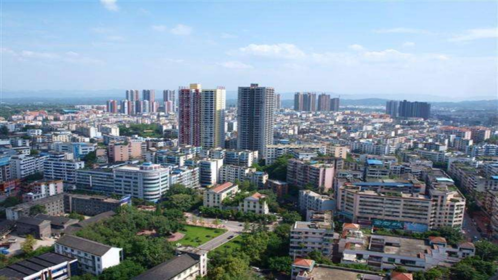 重庆地势最平坦的区县,城市规划与地级市媲美,至今却未开通铁路