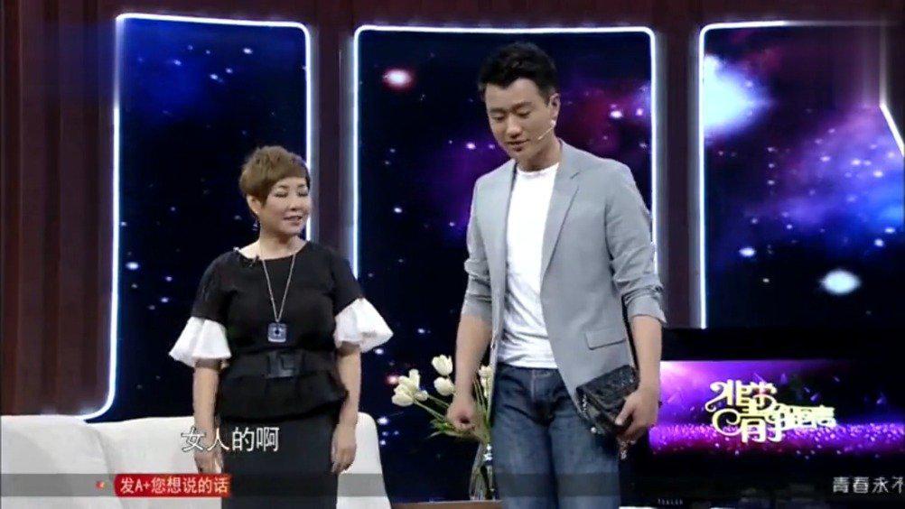 佟大为完美演示了如何更土鳖的穿高跟鞋