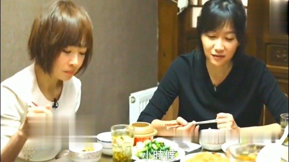"""徐静蕾邀请鲁豫""""在家""""吃大餐,结果这桌菜成了""""亮点"""",太奢侈"""
