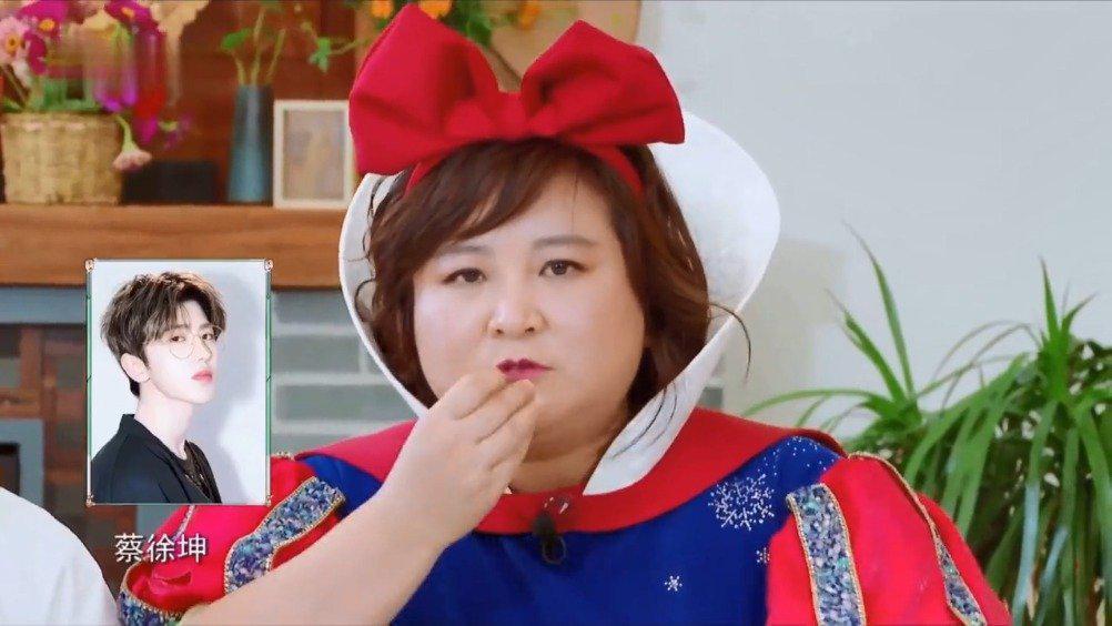 贾玲一眼认出蔡徐坤,杨迪:你咋不说Justin黄明昊?