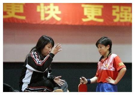 国乒最佳绿叶球员?曾被邓亚萍多次夺走冠军,今生活很幸福