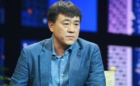1998年,李海洋倒贴5000元嫁何冰,他37岁才走红,52岁遭千条恶评