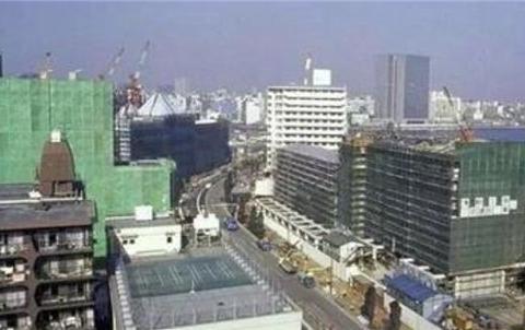 上世纪日本房地产崩裂,众多富豪变成穷人,但日本却悟出一个真理