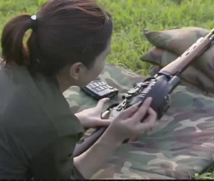 射击精度高,稳定性极佳,85式狙击步枪凭其可靠性备受青睐
