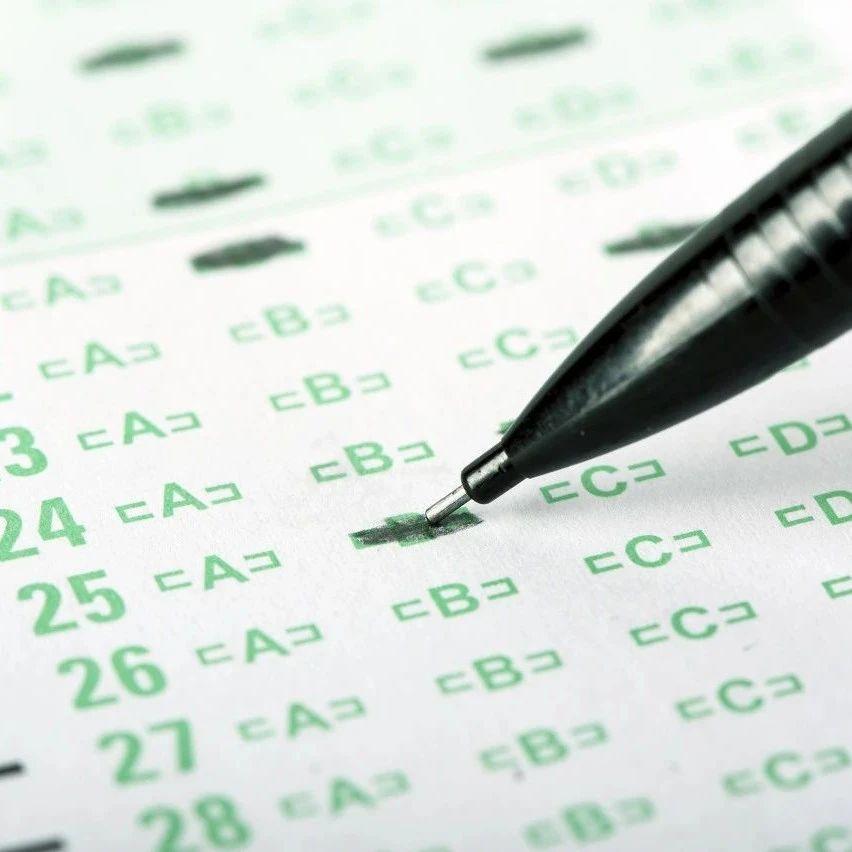 高考用笔迷惑:能用蓝色笔答卷吗?能用钢笔填机读卡吗?