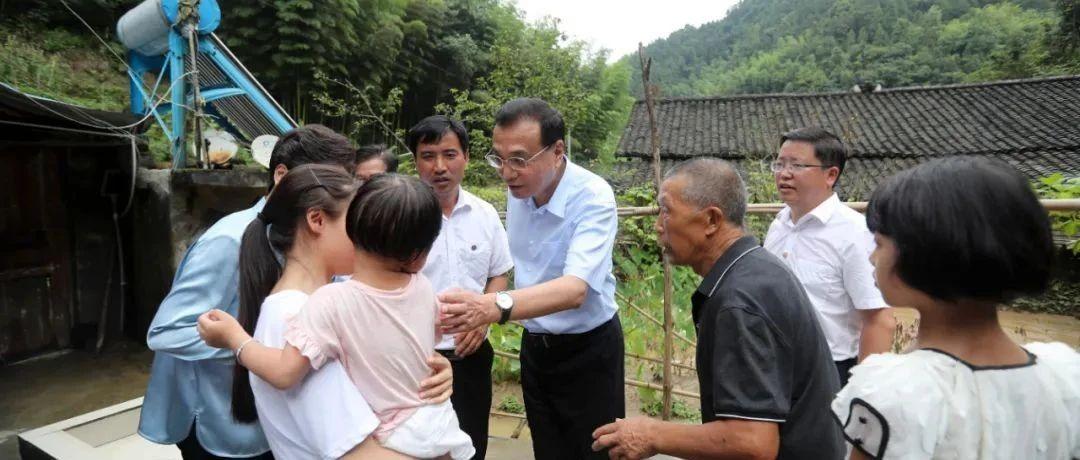李克强在贵州铜仁大山深处走访看望受灾贫困户