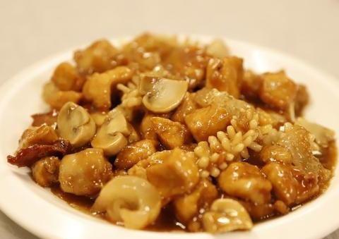 天津这家开了几十年的菜馆,量多味好价格不贵,做的全是家常味道