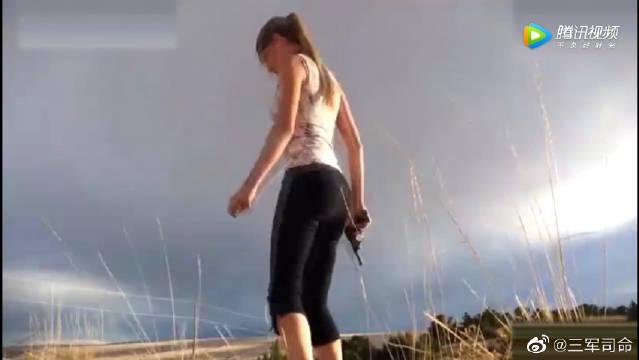 新的打开方式,漂亮妹子用瑜伽动作射击,真是没谁了!