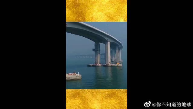 港珠澳大桥,断开的是进入海底隧道的地方,厉害了我的国!