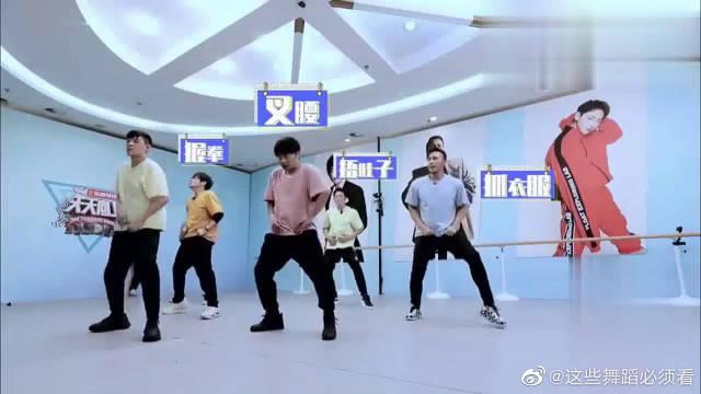 王一博传授舞蹈动作,谁知被哥哥们一票否决~