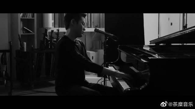 梁博导演短片《昼夜本色》第三集:钢琴版《男孩》……