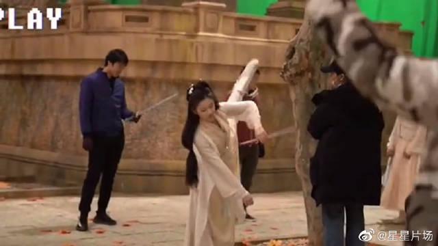 花絮: 张慧雯热身跳舞 片场秒变舞台 原来你是这样的容婳