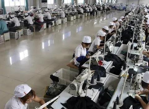 广州工厂开7000工资,90后大学生做半天就跑了,只有大妈能坚持