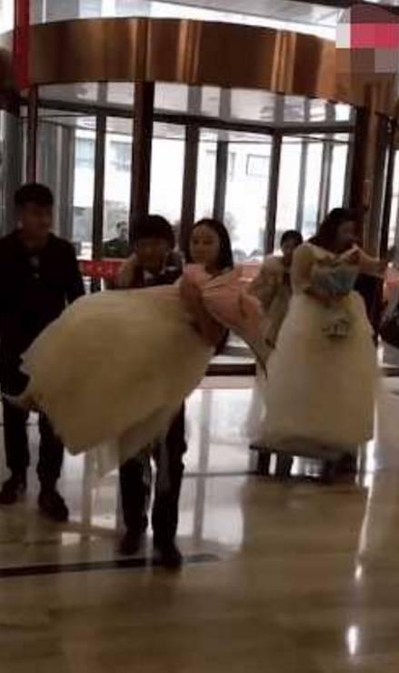 两新娘同一酒店同时办婚礼,两新娘待遇却各不相同,结果让人呆了