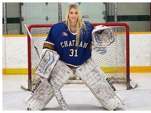 她是最性感冰球运动员,退役后转型当模特,脱掉护具才显完美身材
