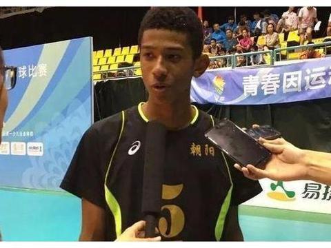 中国排球混血天才横空出世,17岁1米92!老爸驻华大使老妈北京人