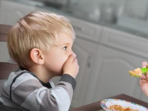 夏天宝宝不爱吃饭怎么办?父母学会这六招应对孩子厌食,娃吃饭香