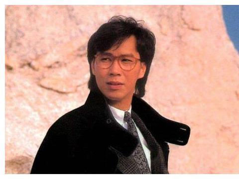 他曾是一代香港歌王,堪比张国荣,晚年却要靠朋友救济生活