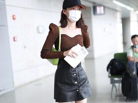 秦岚的40岁太不真实!穿牛仔半身裙搭配白衬衫,这大长腿爱了