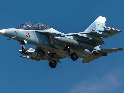 雅克-130开创销售记录,能当战机使用,挑战L-15猎鹰出口市场