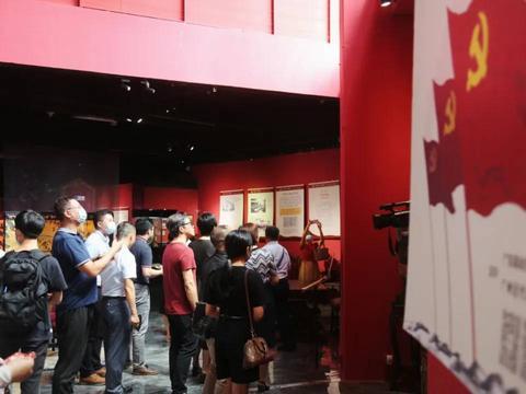 南粤沃土铸伟业—中国共产党在广东图片展正式启动