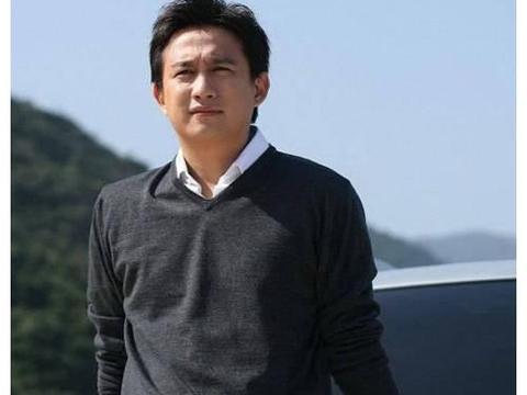 黄磊直言后悔生第三胎儿子,原因让人无法反驳,劝大家早点结婚