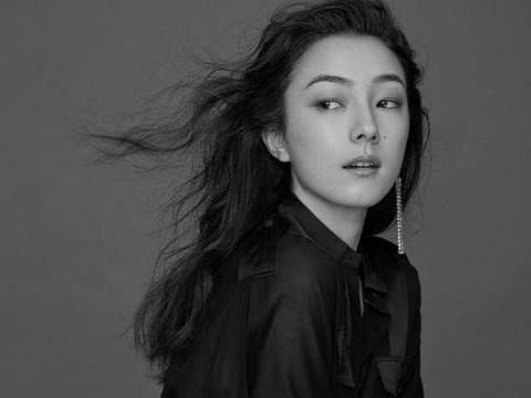 她是杨紫琼徒弟,中意混血却富具东方韵味,曾传言她要出演花木兰