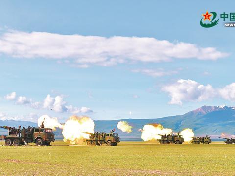 解放军海拔4700米高寒山地演习 炮弹从头顶飞过(图)