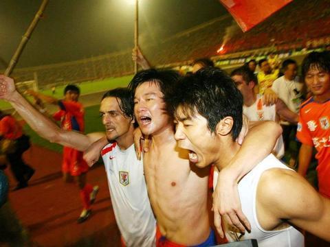 43岁前国脚有面子!亚足联为他庆生,在巴西165场进100球
