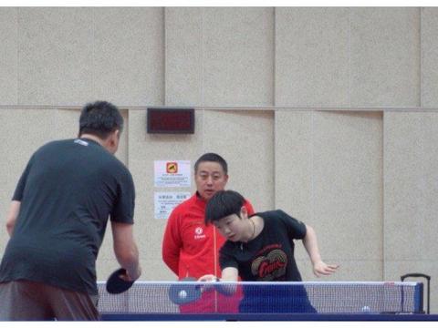 国乒洗牌小魔王拼了假期加练,大战男陪练 丁宁刘诗雯危机感提升
