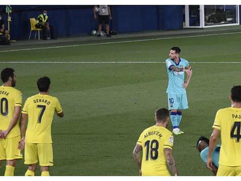 巴萨最谨慎一战!全场0黄牌,皮克避免停赛,亲手送西班牙人降级