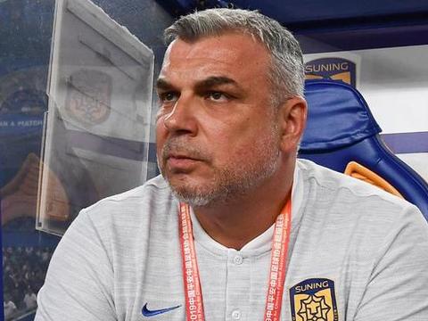 罗马尼亚国家队主教练邀请奥拉罗尤!中国俱乐部报价尼日利亚前锋